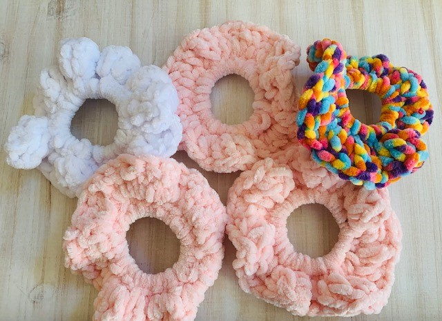How to Crochet A Velvet Scrunchie With Video Tutorial!
